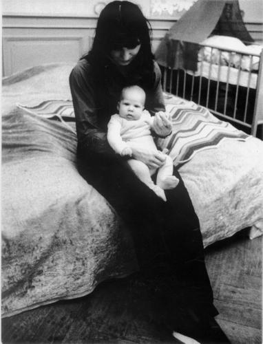 Magdalena Kopp mit Tochter Anna 1971 in Frankfurt