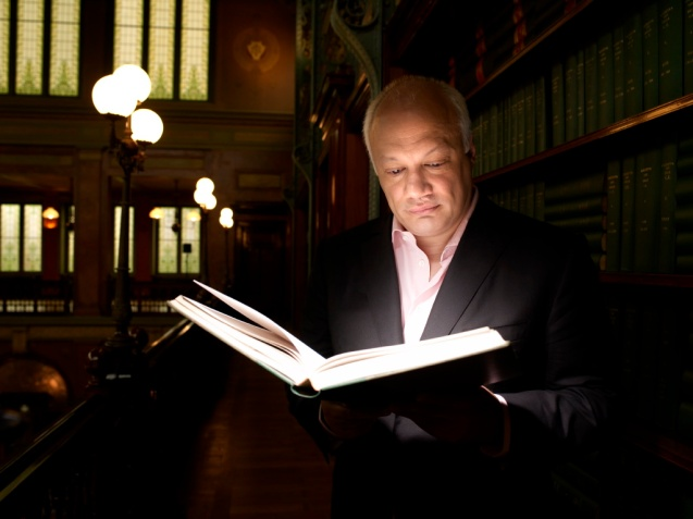 Eric-Emmanuel Schmitt na Biblioteca Solvay ©blog.dyod.be/eric-emmanuel-schmitt/