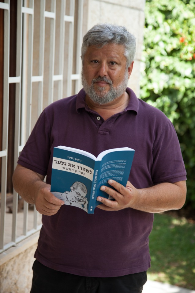 Gershon Baskin holding the original Hebrew copy of his bookThe Negotiator: Freeing Gilad Schalit from Hamas. @Udi Goren