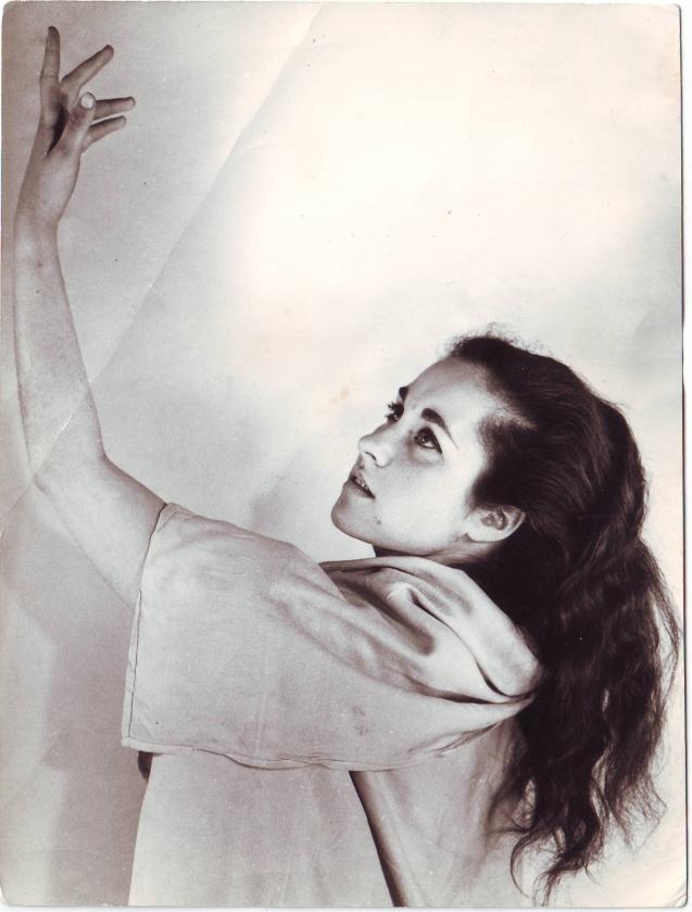 A jovem Tamar Ben Ami, quando namorava, secretamente, com Mahmoud Darwish © Cortesia de Ibtisam Mara'ana Menuhim
