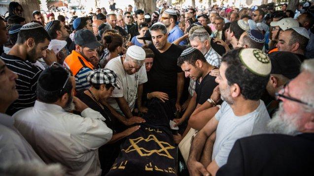 Funeral de Dror Hanin, em Yahud Monoson, Israel. Atingido por um morteiro palestiniano, foi o primeiro soldado israelita morto na Operação Escudo Protector ©Andrew Burton |Getty Images