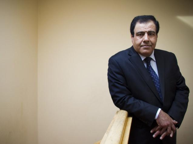 Izzeldin Abuelaish, na sua nova casa em Toronto (Canadá), em Dezembro de 2010, o ano em que processou judicialmente o Estado de Israel pelas mortes das suas filhas, no ano anterior, durante um ataque aéreo em Gaza. © Andrew Wallace | Toronto Star