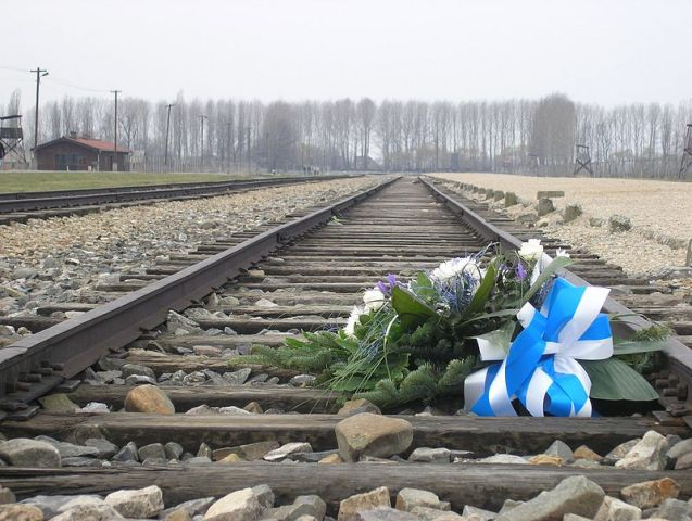 Commemorative flowers on the rail track in Auschwitz II-Birkenau © Dnalor 01