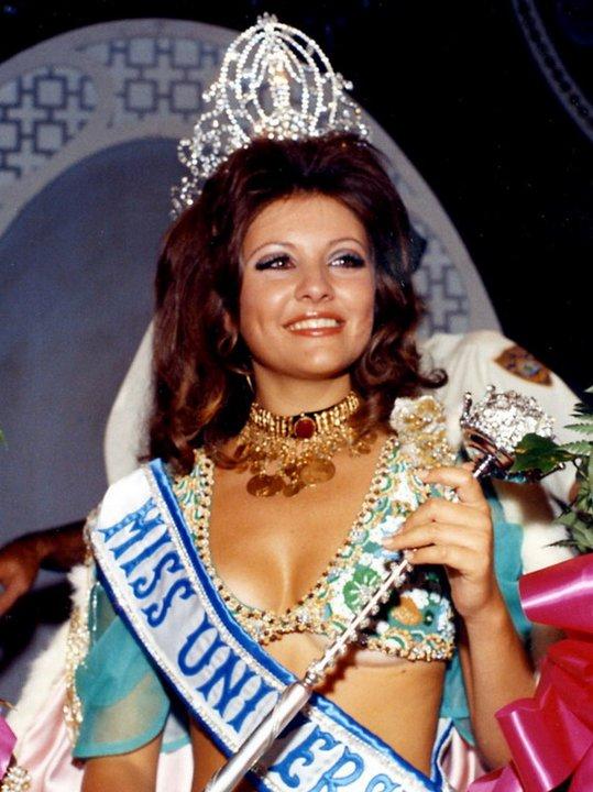 O único presente que aceitou, de Bob, foi uma viagem à Disneylândia e ao Hawai, na companhia da sua segunda mulher, a libanesa Georgina Rizk, Miss Universo 1971. © Direitos Reservados | All Rights Reserved