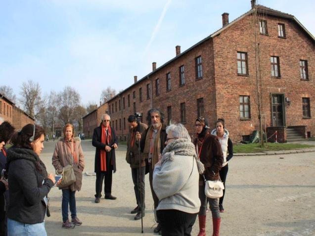 Parte do grupo que visitou Auschwitz com o professor Dajani. © Cortesia de | Courtesy of Mohammed Dajani