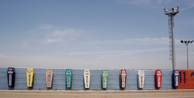 Monumento aos que morreram tentado atravessar a fronteira entre o México e os Estados Unidos, entre Tijuana e San Diego. Cada caixão representa um ano e o número de mortos. © Direitos Reservados | All Rights Reserved