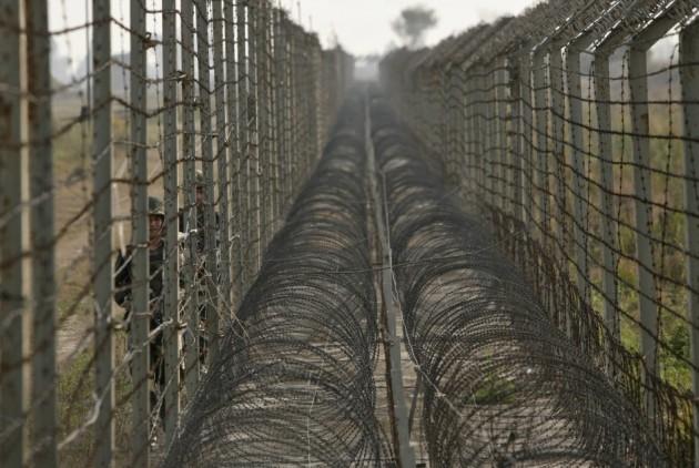 Muro fronteiriço entre a Arábia Saudita e o Iéme. © International Business Times