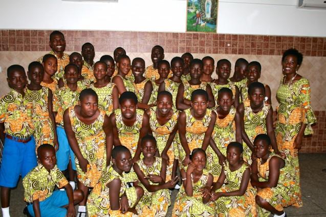 Agosto de 2014: o primeiro concerto e gala com o coro de um abrigo da Challenging Heights para antigos escravos e crianças em risco. O evento foi financiado pela Universidade de Yale e pela Fundação Michael Manzella @ Challenging Heights