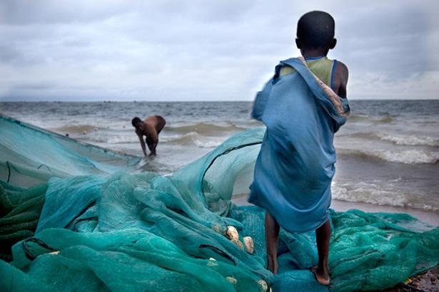 Lago Volta, onde James Kofi Anan foi escravo, e muitas crianças continuam a ser usadas para trabalhos forçados na pesca: muitos morrem afogados. @ Lisa Kristine | The Atlantic