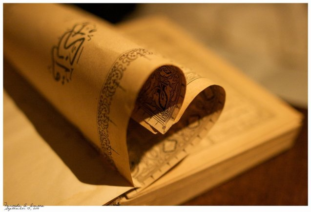 Páginas do Corão, livro sagrado dos muçulmanos. ©inquiryintoislam.com