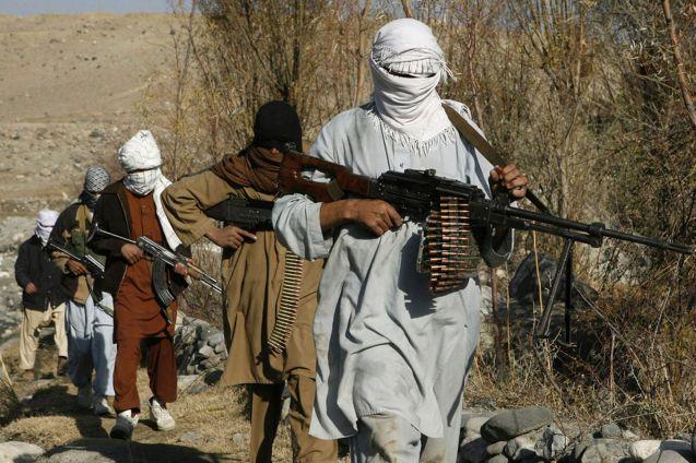 Combatentes taliban numa área não identificada do Afeganistão. ©mirror.co.uk