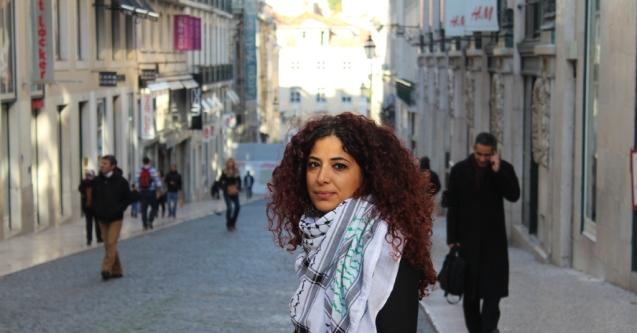 Shahd Wadi, em Lisboa, fotografada por Beatriz Saraiva. © revistavialatina.com