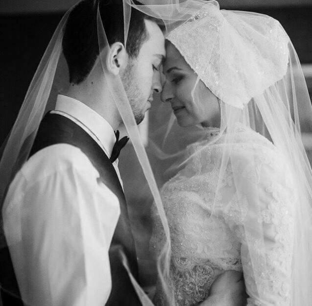 O casal de Chapel Hill nunca chegou a ver esta fotograia do seu casamento - chegou às mãos de familiares e amigos, que a partilharam no Facebook, depois de ambos terem sido assassinados. © Direitos Reservados | All Rights Reserved