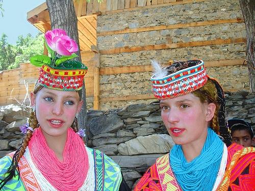 """Louros, olhos azuis e tez clara, como muitos yaziditas, chamam-lhes frequentemente """"descendentes de Alexandre, o Grande"""" ©dailystormer.com"""