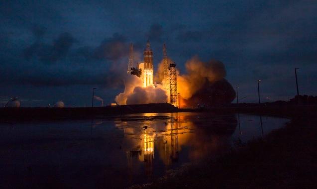 Primeiro lançamento da nave espacial Orion, a partir do Cabo Canaveral, na Florida, em 5 de Dezembro de 2014. © NASA Bill Ingalls