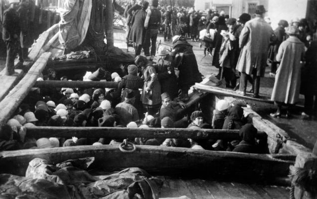 Armenians being deported in 1915. © APIC |Getty Images