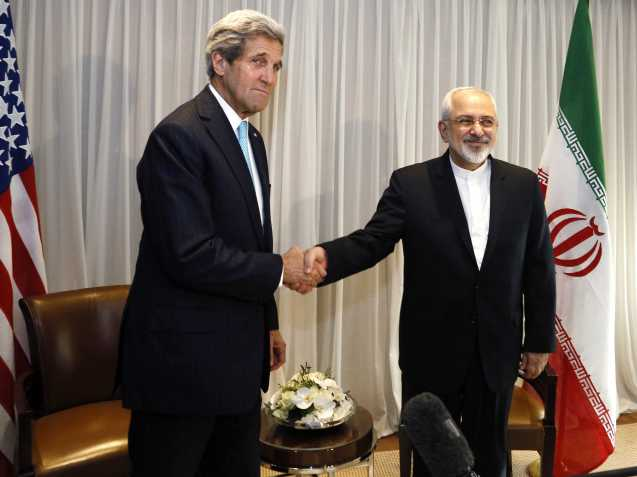 U.S. Secretary of State John Kerry shakes hands with Iranian Foreign Minister Mohammad Javad Zarif before a meeting in Geneva January 14, 2015. © Rick Wilking | Reuters