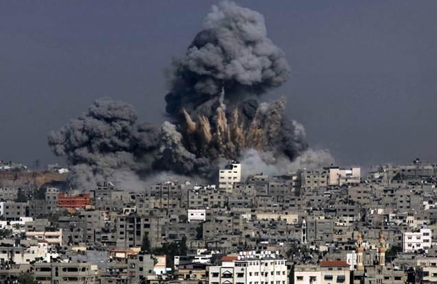 O dia mais sangrento da guerra israelita contra o Hamas na Faixa de Gaza: a 29 Julho de 2014 foram mortas quase 60 pessoas. © Ashraf Amra | AFP