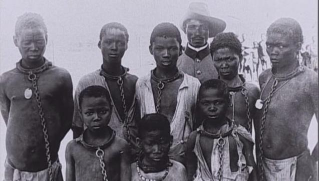 Trabalho escravo nos campos de concentração criados para os Herero. © Direitos Reservados | All Rights Reserved
