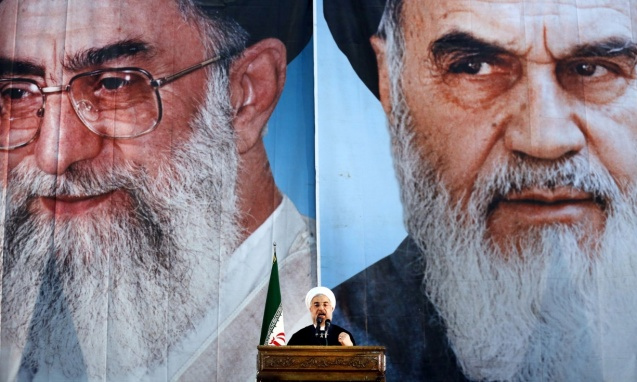 The shadows of the current Supreme Leader, Ali Khamenei (L), and of the founder of the Islamic Republica, Ayatollah KHomeini (R) still haunt the new President, Hassan Rouhani (C). © All Rights Reserved
