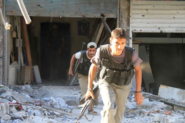Setembro de 2013, quando em Yarmouk ainda se movimentavam os combatentes do Exército Sírio Livre, grupo de oposição a Assad. © Ward Al-Keswani | Reuters