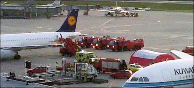O aparato no aeroporto de Genebra depois do desvio de rota e aterragem de emergência para socorrer os feridos. © Blick.ch
