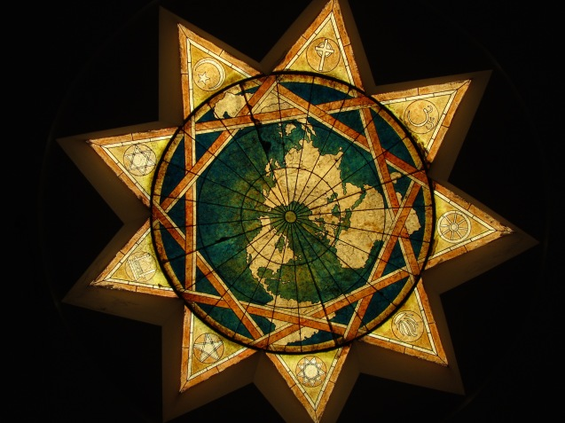 Imagem de uma estrla Bahá'í, com os símbolos das principais religiões nela representados . © minorityrights.files.wordpress.com