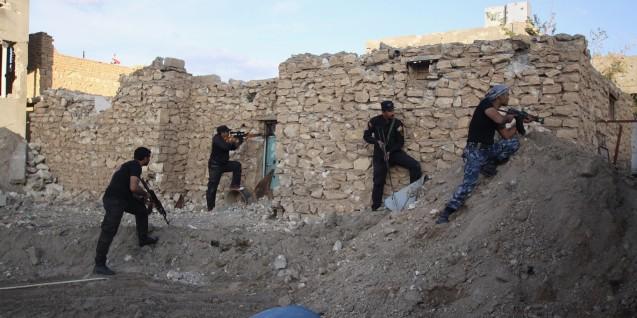 A queda da cidade Ramadi foi uma das maiores derootas infligidas pelo DAESH às forças iraquianas (aqui no bairro de Haouz. 115 km a ocidente de Bagdad, em 4 de Abril de 2015. © Associated Press (AP)