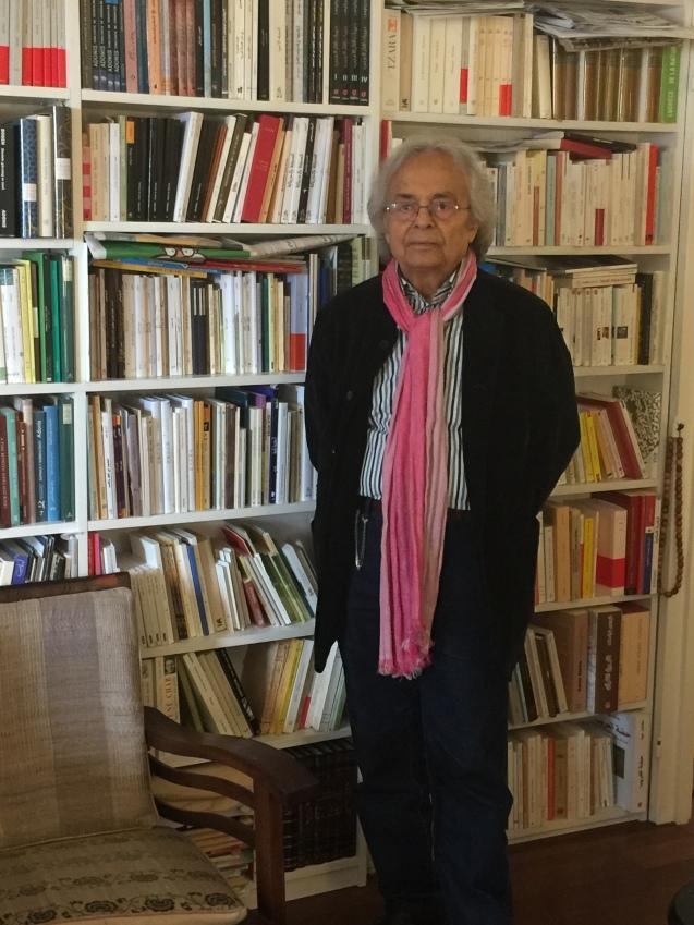 Adónis, na sua sala de visitas, na entrevista que me deu na sua casa em Paris. © Margarida Santos Lopes