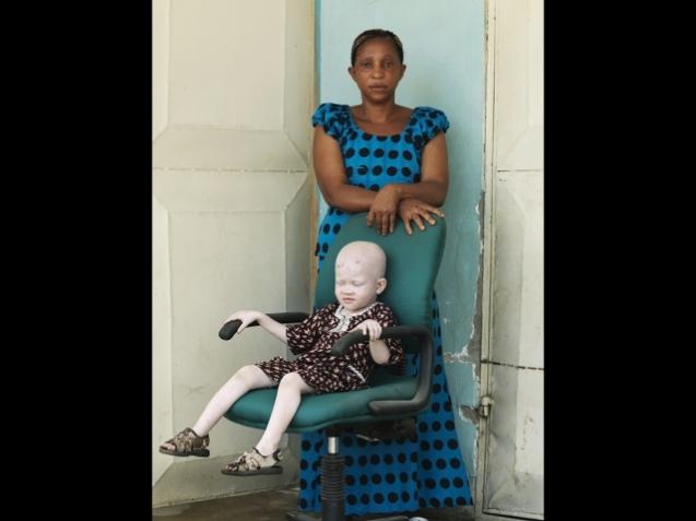 Pauline Julius e Kredo Samwey : 28 e 2 anos Mãe e filho em Dar-es-Salam, capital da Tanzânia © Cortesia de | Courtesy of Patrick Gries