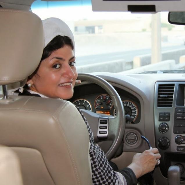 Hatton al-Fassi: Entre os próximos desafios das sauditas estão o fim da proibição de conduzir e a revisão do código de família. © YouTube
