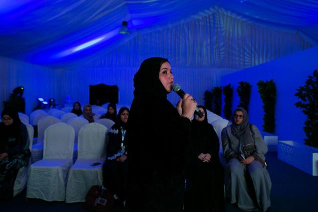 """Rasha Fefzi addredsing her supporters in a tent used for the campaign, in Jeddah, considered """"the most cosmopolitan of the Saudi cities""""- ©Tasneem AlsultanA