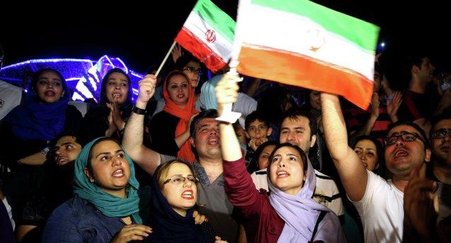 Iranianos celebram o acordo nuclear assinado entre o Irão e a comunidade internacional © Ebrahim Noroozi | AP