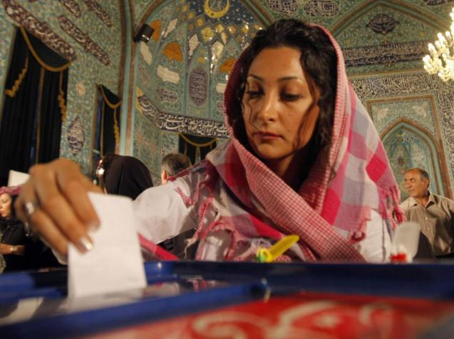 Dos 290 membros do Parlamento eleito em Fevereiro, pelo menos 14 serão mulheres © Behrouz Mehr | AFP | Getty
