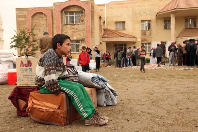 Um menino iraquiano numa escola na província de Dohuk, no Iraque, depois de obrigado a fugir de Mossul, cidade conquistada pelo Daesh em Junho de 2014 © Reuters
