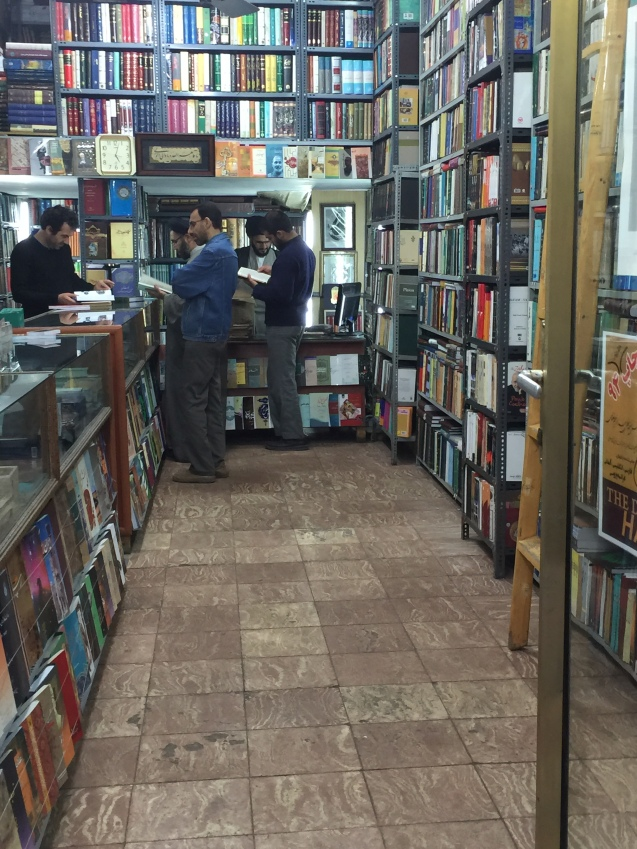Livraria em Shiraz, a cidade dos poetas Hafez e Sa'adi. O Irão anunciou, em Março, que irá construir a maior livraria do mundo, numa área de 45.000 metros quadrados © Margarida Santos Lopes | Direitos Reservados