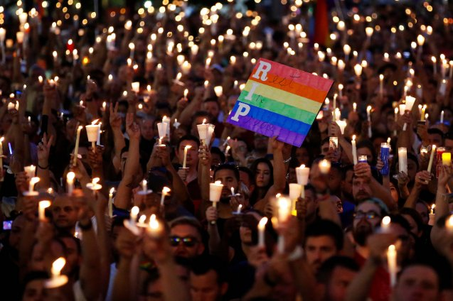People take part in a candlelight memorial service the day after a mass shooting at the Pulse gay nightclub in Orlando, Florida, U.S. June 13, 2016. © Carlo Allegri | Reuters