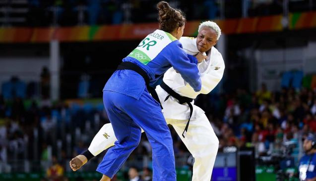 Yolande Mabika no dia em que competiu frente à israelita Linda Bolder © nbcolympic.com